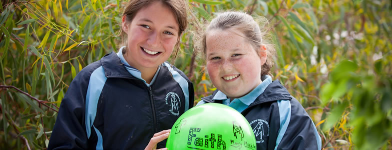 Faith in the Goldfields - students with the 'faith balloon